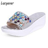 yapay elmas takozlar toptan satış-Lucyever 2018 Yeni Yaz Renkli Rhinestone Terlik Kama Platformu Ayakkabı Kadın Moda Kristal Plaj Çevirme Eğlence Sandalet