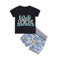bebek siyah üstleri toptan satış-Trendy Çocuklar Erkek Bebek Set V boyun Siyah Harfler Tank Top + Dino Baskı şort kıyafetler Yürüyor Giyim Setleri 3M-4Y Toptan 2019 Yaz