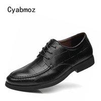 zapatos de vestir a cuadros de los hombres al por mayor-Comercio al por mayor Nuevos zapatos de hombre Vestido de fiesta para hombres de negocios Trabajo de oficina de boda Cuadros Negro Marrón Cordones de marca de moda Hombres Zapatos