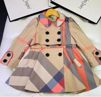 trinchera de la niña al por mayor-las capas de deporte de la chaqueta de las muchachas de los niños de rejilla Outwear la capa de foso para niños Ropa grandes botones