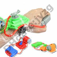 песочные игрушки оптовых-Песок Play Water Gun Toys Дети Лето Пляж Купания Игрушки Обучающие Water Fight Пистолет Плавание Наручные Водяные Пушки Лучший Подарок