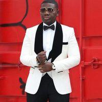 costumes de mariage mens noir blanc achat en gros de-2020 Costume de mariage blanc africain Hommes pour Groom Veste + pantalon + veste noire Lapel Groom Tuxedo Groomsman costume pour mariage