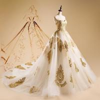 altın çıplak elbise toptan satış-Vintage Altın Dantel Balo Gelinlik Sevgiliye Boyun Aplike Gelin Törenlerinde Tül Sweep Tren Lace Up Geri elbiseler de mariée