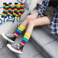 calcetines de las mujeres coreanas al por mayor-Caliente calcetines de algodón calcetines de rayas del arco iris Moda de Navidad de invierno Navidad de las mujeres casual marea coreano calcetines Harajuku
