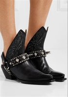 fivelas de inicialização venda por atacado-Novo metal apontou toe cadeia de couro rebite decoração chunky calcanhar todo o jogo sandálias oco de volta sandálias fivela botas das mulheres