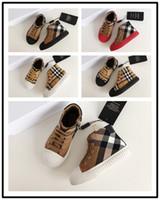 сердце формы цветы оптовых-Burberry BBR Детская дизайнерская обувь Bee Snake в форме сердца Цветочные мальчики Девочки повседневная обувь Натуральная кожа Детские кроссовки с буквами Детская обувь