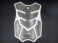 almofadas do tanque de combustível venda por atacado-Fibra de Carbono Motorcycle tanque de combustível Protector Pad emblema decalque Para Suzuki que compete etiqueta