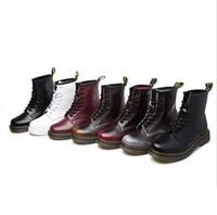 botas estilo cuero para hombres al por mayor-Comercio al por mayor New England Style Dr 100% cuero genuino Martin Boots Martin Shoes HombreMujeres Botas cortas Diseñador Botas de moto Tamaño grande 35-46