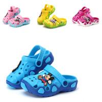 zapatos vietnamitas al por mayor-Verano de los niños 2018 Nuevas sandalias Casual Coreano y zapatillas, Vietnamita Plástico antideslizante de dibujos animados zapatos de cáscara gruesa