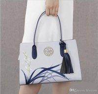 bolsa de couro azul claro venda por atacado-Pmsix 2017 Novo Designer de Bolsas Femininas de Couro Split Bordado Borla Bolsas E Bolsas Luz Azul Senhoras Sacola P120053