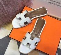 sandalias de marca para niñas al por mayor-Italia top Designer Brand Medusa Mujer Sandalias Slide Moda mujer para zapatos de cuero Zapatillas de playa Sandalias Zapatilla niña chanclas