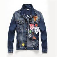 diseño de chaqueta de jeans para hombres al por mayor-Hombres Denim Jacke Hip Hop Chaquetas y abrigos para hombre Chaqueta de jean con diseño de parche de bandera inglesa para hombres Abrigo de mezclilla lavado azul oscuro casual
