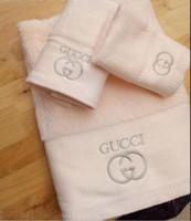 tecidos bordados de luxo venda por atacado-Toalhas de banho de luxo designer bordado toalha toalha de praia e toalha de banho 3 peça 1 conjunto de tecido de algodão macio confortável novo chegam de presente