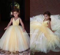 vestido formal de criança amarela venda por atacado-Lindo Amarelo Vestidos de Baile Flor Meninas Vestidos Com Decote Em V Sem Mangas Crianças Vestidos de Festa Árabe Meninas Baratas Formal Ocasião Vestidos