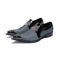 projeto novo do vestido dos homens venda por atacado-Alta Qualidade New chegou mens sapatos de festa apontou toe slip on design de metal business dress shoes homens azul terno sapatos de casamento
