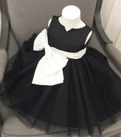 vestido de princesa de longitud de té negro al por mayor-Negro con lazo blanco Vestido hermoso de las niñas para la boda Vestidos de flores Joya Té-Longitud Princesa encantadora Niñas Vestuario de fiesta Vestidos de fiesta