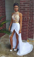 balo elbisesi boyun sırtı tasarımı toptan satış-Yeni Seksi Tasarım 2 Parça Gelinlik Yüksek Boyun Altın Kristaller beyaz Şifon Ön Yarık Parti Abiye giyim Robe de Soiree Custom Made