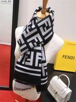 mejores bufandas de invierno al por mayor-Diseñador de la mujer y de los hombres de lujo del estilo suave Lamé bufanda bufanda fresca mantón largo Impreso Mejor la venta clásica de la calidad del otoño / invierno size180-35High