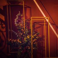 event vase großhandel-Dekorative blume Beliebte Bodenvasen Kurze Blume Stehen Metall Straße Führt Hochzeit Herzstück Für Event Party Dekoration EEA308
