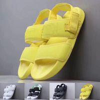 erkek moda stili rahat ayakkabılar toptan satış-Sıcak Yaz 2019 Moda Stil Kadın Erkek Sandalet Kadın Erkek Lüks Tasarımcı Spor Terlik Siyah Sarı Slaytlar Rahat Ayakkabılar Boyutu 36-44