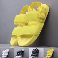 sandalia hembra macho al por mayor-Verano caliente 2019 Estilo de Moda Mujeres Hombres Sandalias Mujer Hombre Diseñador de Lujo Zapatillas Deportivas Negro Amarillo Diapositivas Zapatos Casual Tamaño 36-44