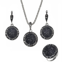 ingrosso le pietre nere squillano le donne-Resina Collane Orecchini Set di anelli 3PCS per le donne Retro Bohemian Round Gravel Vintage Sposa Wedding Black Natural Stone Jewelry Accessories