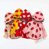 ingrosso neonati poncho baby-Bambino maglione Outwear Outfits bambini del manicotto del blocco Strawberry Stampato con cappuccio Poncho cappotto dei bambini di lavoro a maglia Cape Wrap Carino bambini Abbigliamento M441