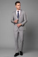 groomsmen passt hellgrau großhandel-Hellgrau Hochzeit Smoking Slim Fit Anzüge Für Männer Groomsmen Anzug Zwei Stücke Günstige Prom Formelle Anzüge (Jacke) Echt Bild