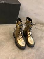martin şövalye çizmeleri dantellemek toptan satış-Sonbahar Kış Kadın Yuvarlak Ayak Moda HookLoop Şövalye Çizmeler Femal Retro Yüksek Üst Dantel Kadar Düz Çizmeler Kadın Metal Toka Pileli Düz Çizmeler