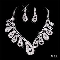 balo için gümüş takı setleri toptan satış-Balo Akşam 150-42 için ucuz Aksesuarları Set 2020 Zarif Gümüş Kaplama Pearl Rhinestone Gelin Kolye Küpe Takı