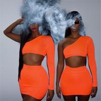 zwei stück orange rock großhandel-Frauen setzt Neuheiten eine Schulter orange und grün zwei Stück setzt sexy Tops und Röcke Trainingsanzüge passend