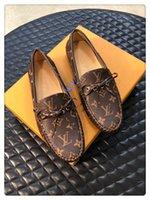 ingrosso scarpe casual-2019 uomini in vera pelle bowknot business slip-on scarpe di lusso designer di alta qualità casual e business confortevole dimensione traspirante 38-45