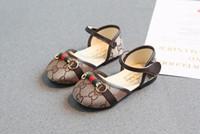 niedliche rote sandalen baby mädchen großhandel-Die Sandalen 2018 der Kinder der Buchstaben G der Kinder neue Sommerprinzessin beschuht heiße Verkaufsstrandschuhe der koreanischen Sandalen coco
