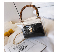 cadena de bolsos de jalea negra al por mayor-2019 Casual Clear Bamboo Handle Bolsos Cadenas Mujer PVC Jelly Bolsas para Mujer Bolsa de Mensajero Transparente Señoras Bolsa de Playa (Negro)