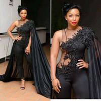 a15e233633 Sexy Ilusión Negro Monos Vestidos de baile con Cape Wrap Sudáfrica Apliques  de encaje Vestidos de noche Vestido de fiesta de las mujeres con cuentas  Nuevo ...