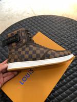 ingrosso migliori stivali alti-2019 Hot New lusso Designer Designer maschile per il tempo libero Stivali Lace Up High Top Sneakers Fashion Brand piatto Sole Tempo libero Migliore qualità