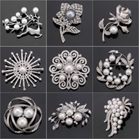 Wholesale assorted brooches for sale - Group buy Factory Direct Sale Crystal Diamante Imitation Pearl Fashion Flower Leaf and Deer Brooch Pins for Women in Assorted Designs