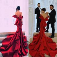 mermaid yay kırmızı elbise toptan satış-Kırmızı Mermaid Portre Muhteşem Gelinlik Modelleri Seksi Kapalı Omuz Büyük Yay Backless Ünlü Parti Abiye Dubai Saten Şapel Tren Abiye giyim