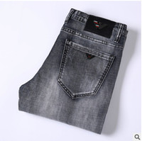 ingrosso uomo jeans caldo-Vendita calda Jeans firmati da uomo Jeans slim slim elasticizzati Pantaloni diritti da uomo Slim Cowboy Famosi jeans classici