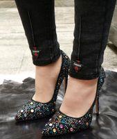 vestidos de novia de diamantes stud al por mayor-2019 recién llegado spike stud tacones altos bombas de diamante brillo vestido zapatos puntiagudo rhinestone stilettos zapatos de boda