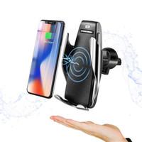 araba tutacağı şarj cihazı toptan satış-Kablosuz Araç Şarj S5 Kızılötesi Sensör Otomatik Sıkma Hızlı Şarj Telefon Tutucu Dağı iphone Xs Max Huawei Mate 20 Pro Samsung S9