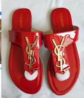 ingrosso cappelli acrilici rivetti-2020 sandali da donna di marca di grandi dimensioni scarpe firmate sandali infradito di lusso moda estiva ampio piatto scivoloso con sandali infradito pantofola