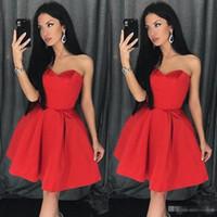 einfache kleider für den abschluss großhandel-2019 Red Simple Sweetheart Ausschnitt A Line Homecoming Dress Satin Short Prom Dress Mini Red Graduation Dress