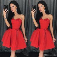 ingrosso abiti semplici per la laurea-2019 Red Simple Sweetheart Neckline A Line Homecoming Dress Sleeveless Satin Short Prom Dress Mini Red Dress laurea