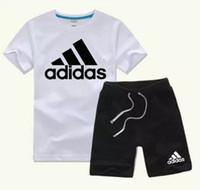 erkekler bahar yaz giysileri toptan satış-Bahar Yaz Lüks Tasarımcı Bebek çocuğun t-shirt Pantolon Iki parçalı 3-7 yıl olde Suit Çocuklar Marka çocuk 2 adet Pamuk Giyim Setleri