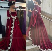 prinzessinrohre großhandel-Vintage Mittelalter Prinzessin Samt Brautkleider Lace Edge Piping Burgund Langarm Brautkleid Dubai Arabisch Vestido de novia BC2508