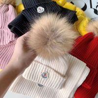 gestrickter fuchspelz großhandel-3 Farben Winter-Baby-Jungen-Mädchen-Kappen-Schal Warme Wolle Strickmütze + Beanie Schal 2 Stück / Set Big Fox-Pelz-Kugel-Kind-Neck Warmer Cap Tops