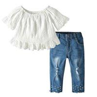 kız kot pantolon toptan satış-Yeni Moda Yaz Kızlar Kıyafetler dantel beyaz Tops + İnci delik Kot Çocuklar Setleri En İyi Kız Takım Elbise çocuk giysi tasarımcısı kızlar giysi A4563