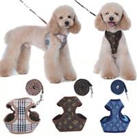 colliers de chiens de mode achat en gros de-Fashion Pet Leash Rope pour harnais de petit chien chat chat avec impression classique collier de poitrine ajustable Teddy Schnauzer avec corde de traction