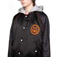 gri şerit moda toptan satış-19FW Kırmızı Çizgili Ceketler Aplike Logo Nakış Klasik Mont Erkek Kadın Son Giyim Moda Siyah Ve Açık Gri Iki Stil HFHLJK007
